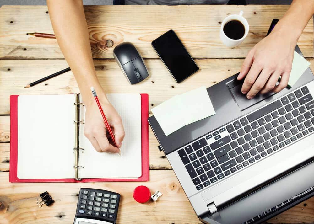mesa de trabalho e estudos