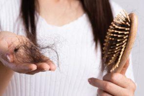 Queda de cabelo é normal? Quais as causas e como tratar?