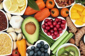 Vitaminas hidrossolúveis e lipossolúveis: entenda as diferenças